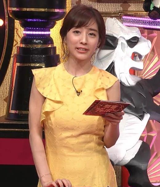 田中みな実 お胸がパツパツのワンピースキャプ・エロ画像3