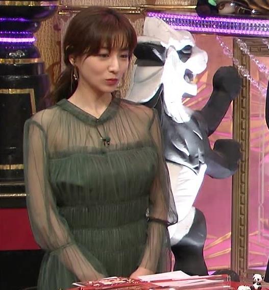 田中みな実 透け方がエロ過ぎる衣装キャプ・エロ画像7