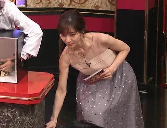 田中みな実 パッと見ですごく露出してそうな衣装キャプ・エロ画像3