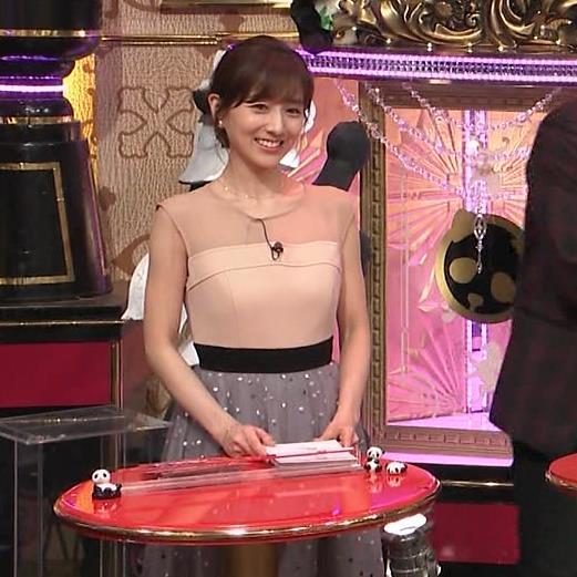 田中みな実 パッと見ですごく露出してそうな衣装キャプ・エロ画像7