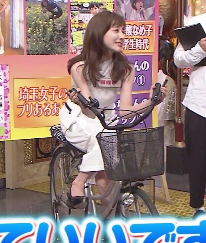 田中みな実 スカートで自転車に乗り、スリットがエロ過ぎキャプ・エロ画像11