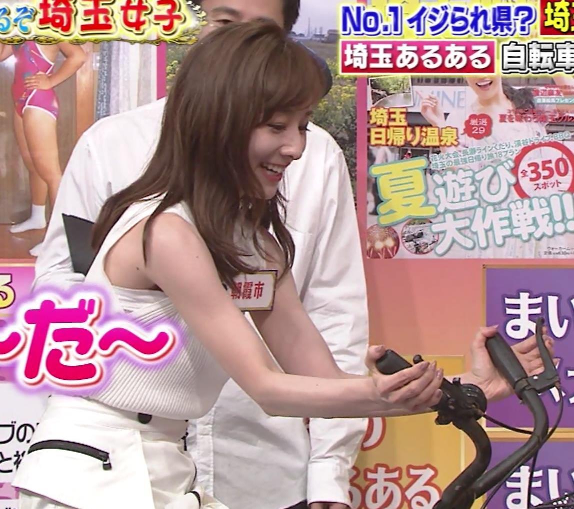 田中みな実 スカートで自転車に乗り、スリットがエロ過ぎキャプ・エロ画像4