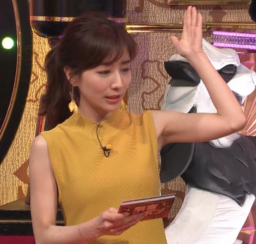 田中みな実 腕で挟んでいるおっぱいがエロいキャプ・エロ画像5