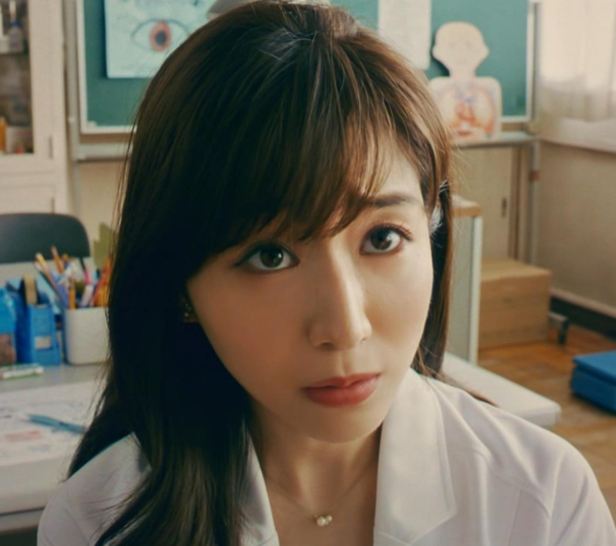 田中みな実 雰囲気エロな保健室先生役キャプ・エロ画像8