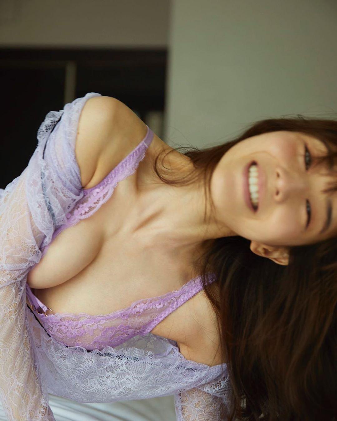 田中みな実 乳首ポッチがある過激な写真集キャプ・エロ画像6