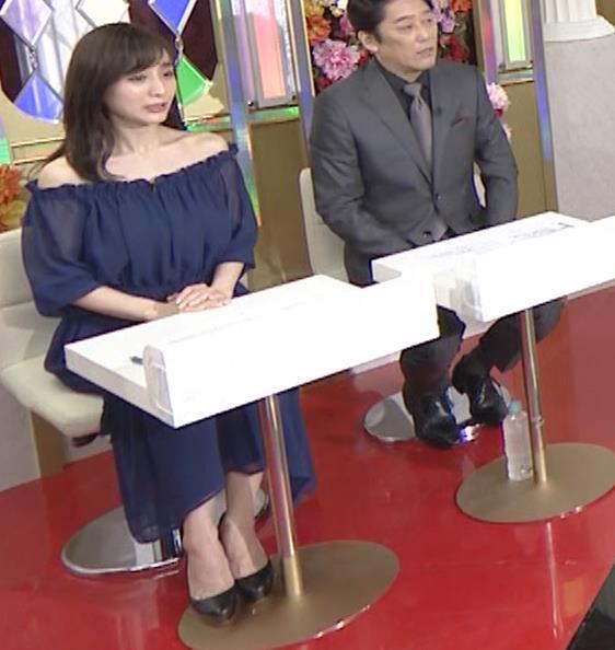 田中みな実 両肩出した透け衣装キャプ・エロ画像2