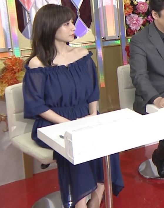 田中みな実 両肩出した透け衣装キャプ・エロ画像4