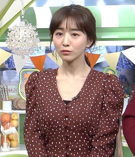 田中みな実 胸元開いた衣装でお辞儀キャプ・エロ画像2