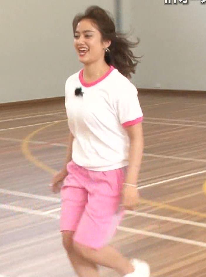 アナ 体操服で跳び箱を飛んで乳を揺らしまくるGIF動画キャプ・エロ画像3