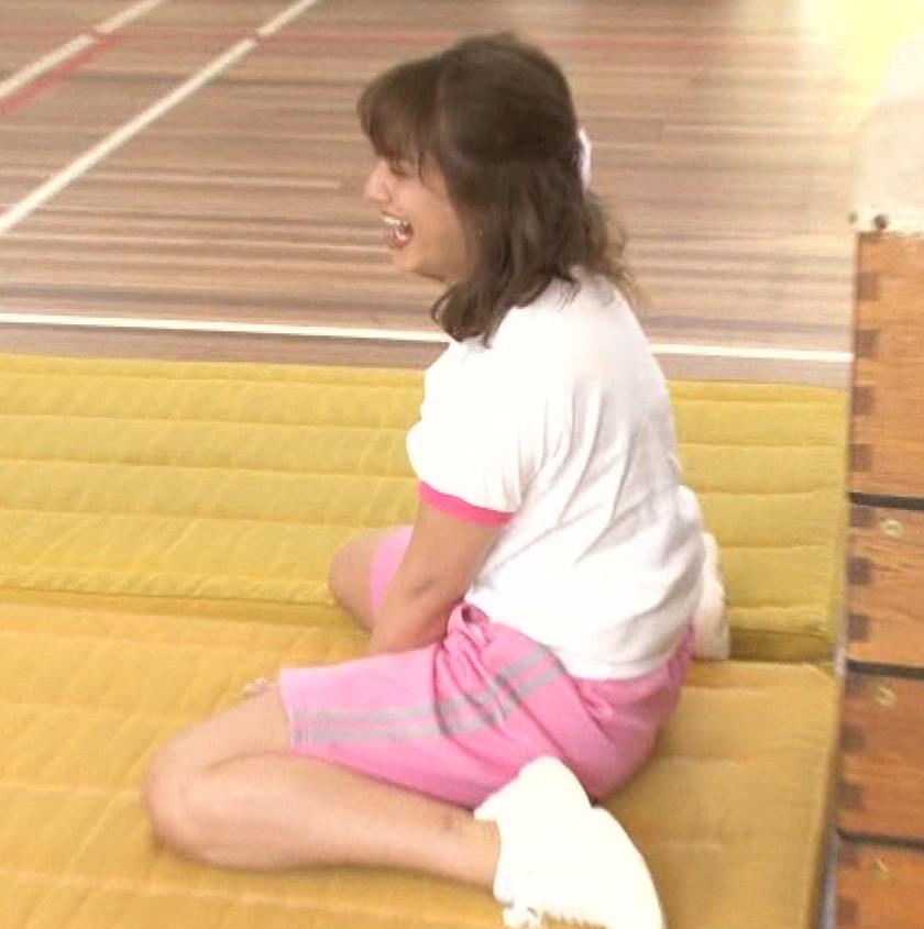 アナ 体操服で跳び箱を飛んで乳を揺らしまくるGIF動画キャプ・エロ画像10