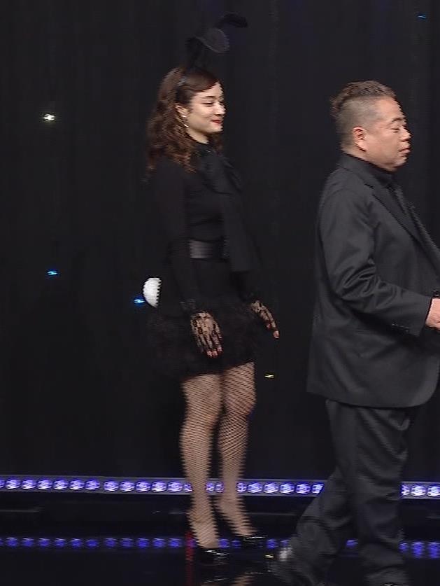 谷まりあ 巨乳・網タイツ・バニーガール姿がエロ過ぎキャプ・エロ画像3