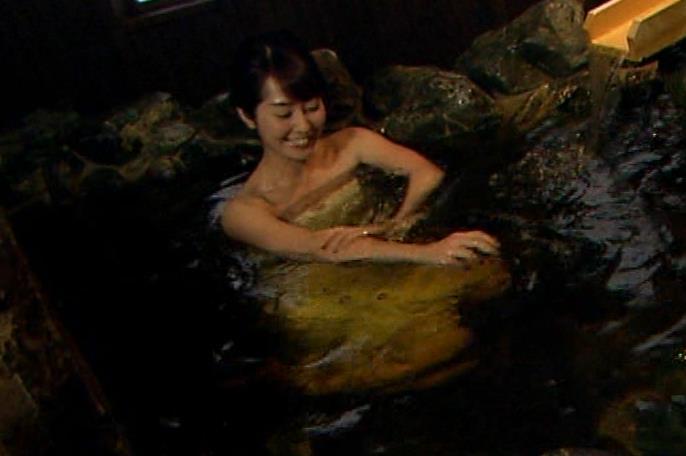 谷桃子 温泉番組での入浴シーンキャプ・エロ画像3