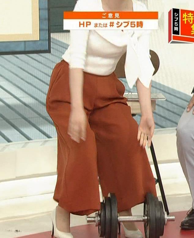 寺門亜衣子アナ ダンベルを持ち上げようとして思いっきり胸ちら!!キャプ・エロ画像5