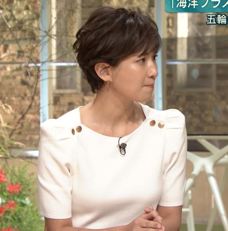 徳永有美アナ 机の下の脚とかキャプ・エロ画像6