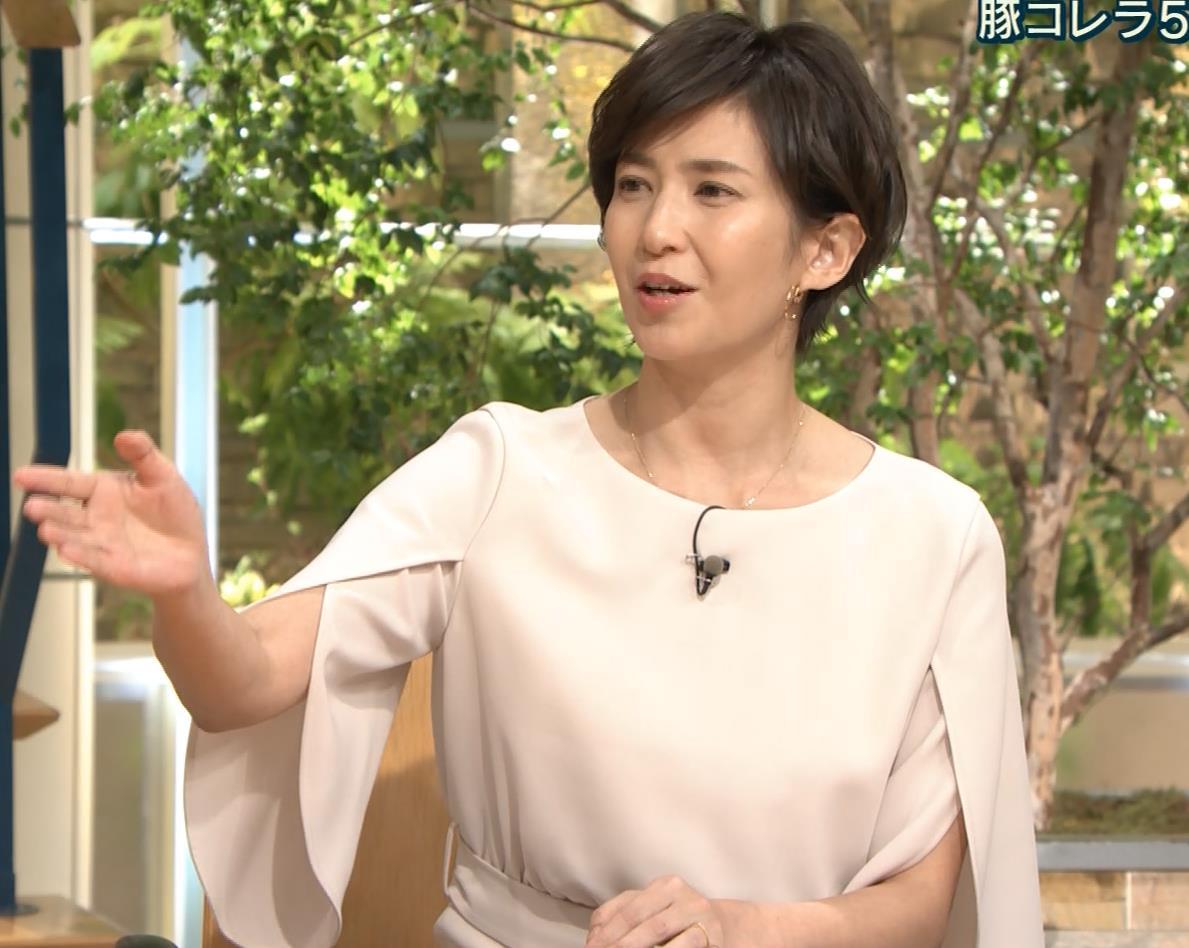 徳永有美アナ 机の下の美脚キャプ・エロ画像