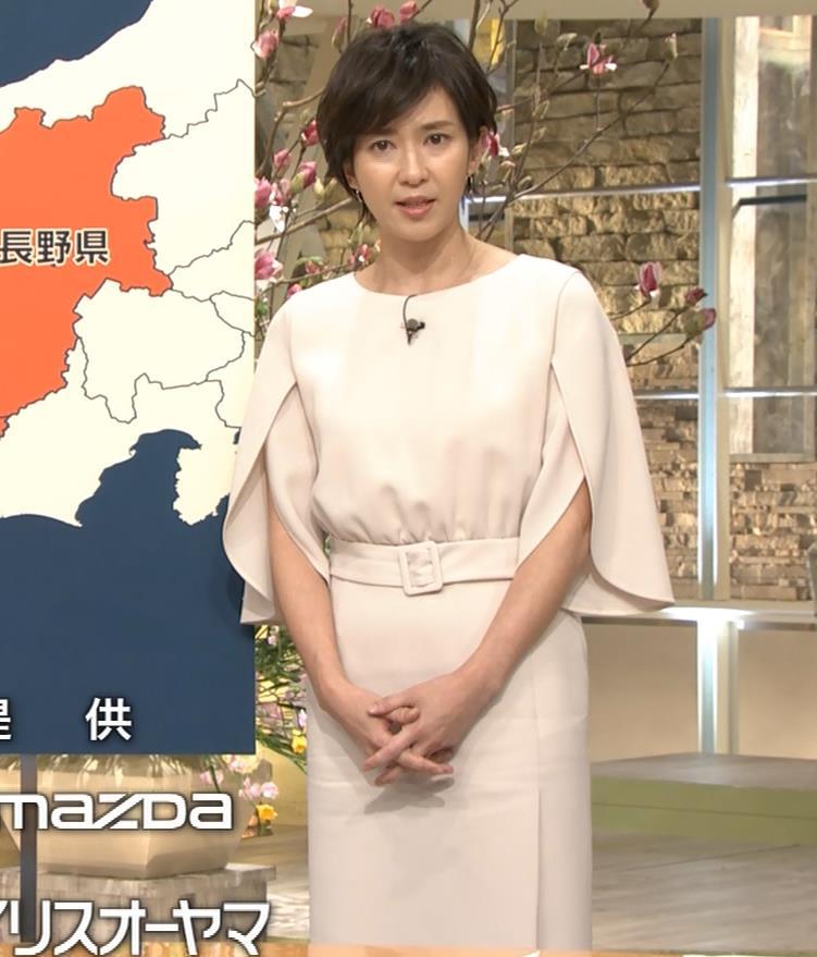 徳永有美アナ 机の下の美脚キャプ・エロ画像2