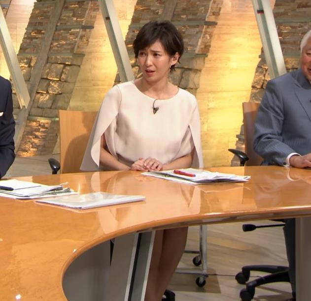 徳永有美アナ 机の下の美脚キャプ・エロ画像4