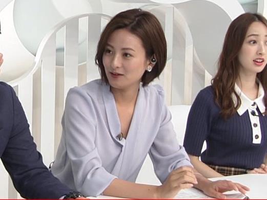 徳島えりかアナ 不用意にミニスカートで脚を開くキャプ・エロ画像2