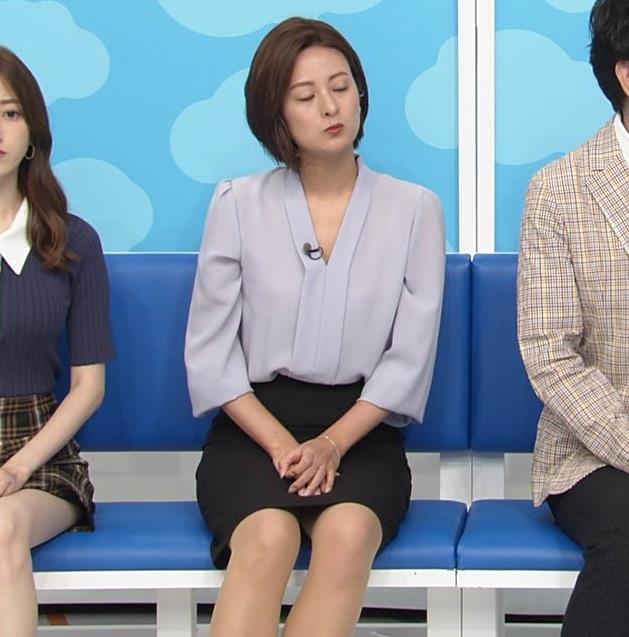 徳島えりかアナ 不用意にミニスカートで脚を開くキャプ・エロ画像4