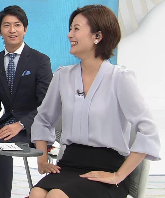 徳島えりかアナ 不用意にミニスカートで脚を開くキャプ・エロ画像7