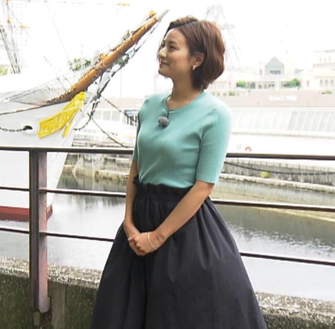 徳島えりかアナ ニット横乳で大きさがクッキリキャプ・エロ画像
