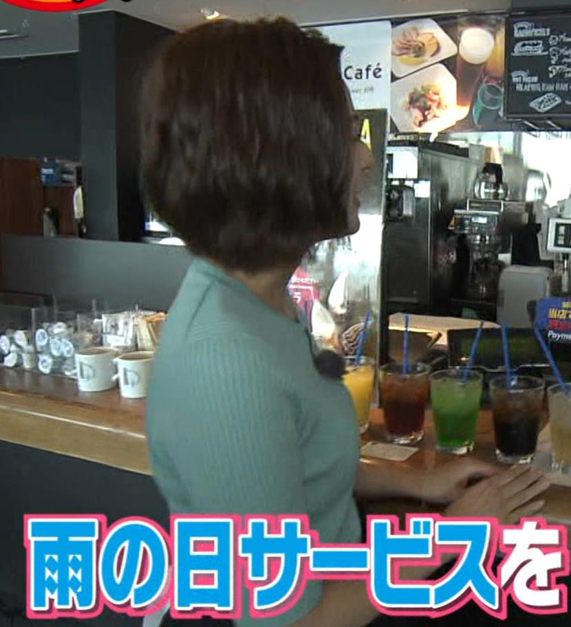 徳島えりかアナ ニット横乳で大きさがクッキリキャプ・エロ画像4
