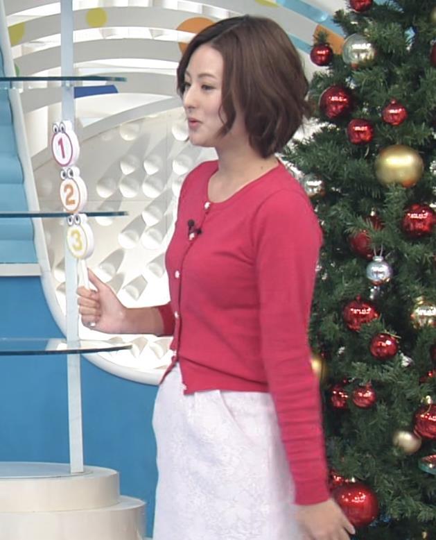 徳島えりかアナ ニットおっぱい。ZIPって変なポーズが多い。キャプ・エロ画像5
