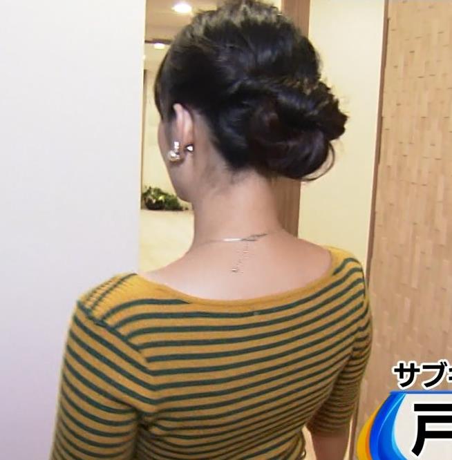 戸室穂美アナ 胸元が開いたニットおっぱいキャプ・エロ画像