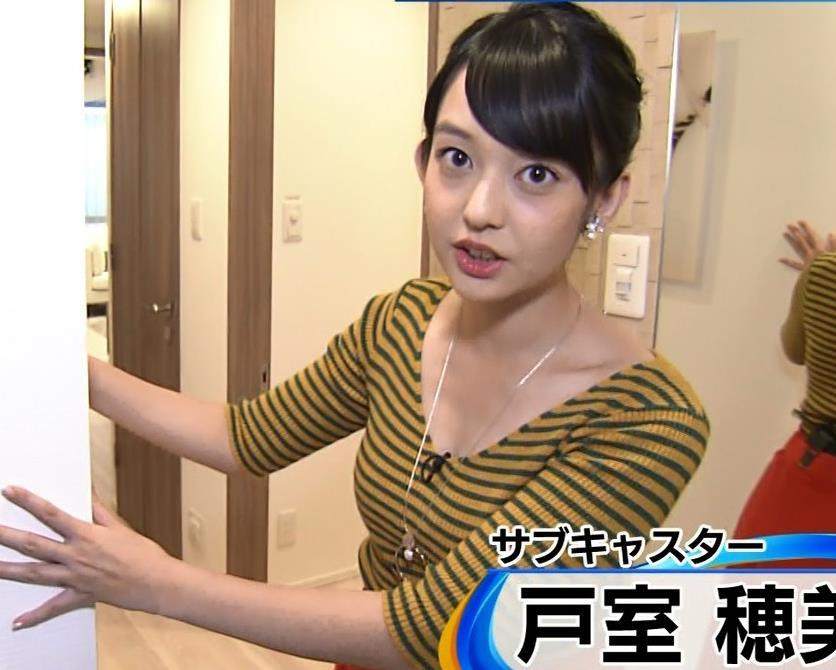 戸室穂美アナ 胸元が開いたニットおっぱいキャプ・エロ画像3
