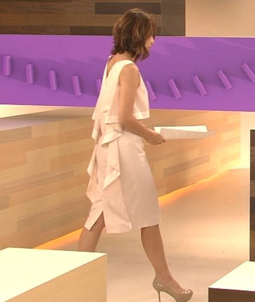 椿原慶子アナ ニュースを読むにはセクシーすぎる衣装キャプ・エロ画像2
