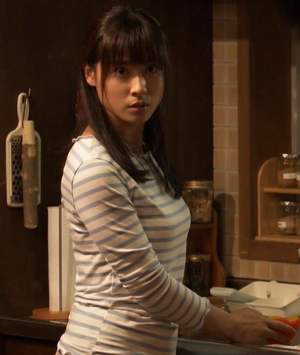 土屋太鳳アナ Tシャツ横乳(巨乳)キャプ・エロ画像