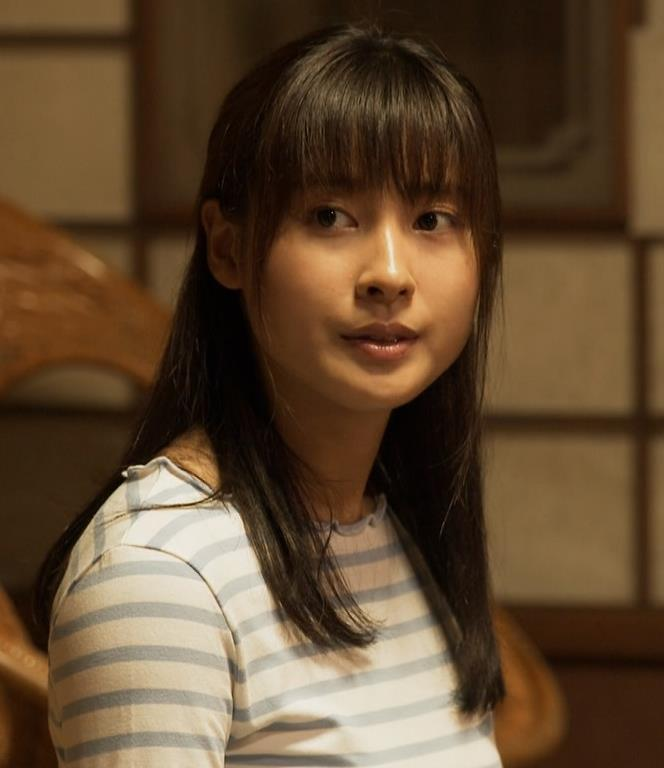 土屋太鳳アナ Tシャツ横乳(巨乳)キャプ・エロ画像2