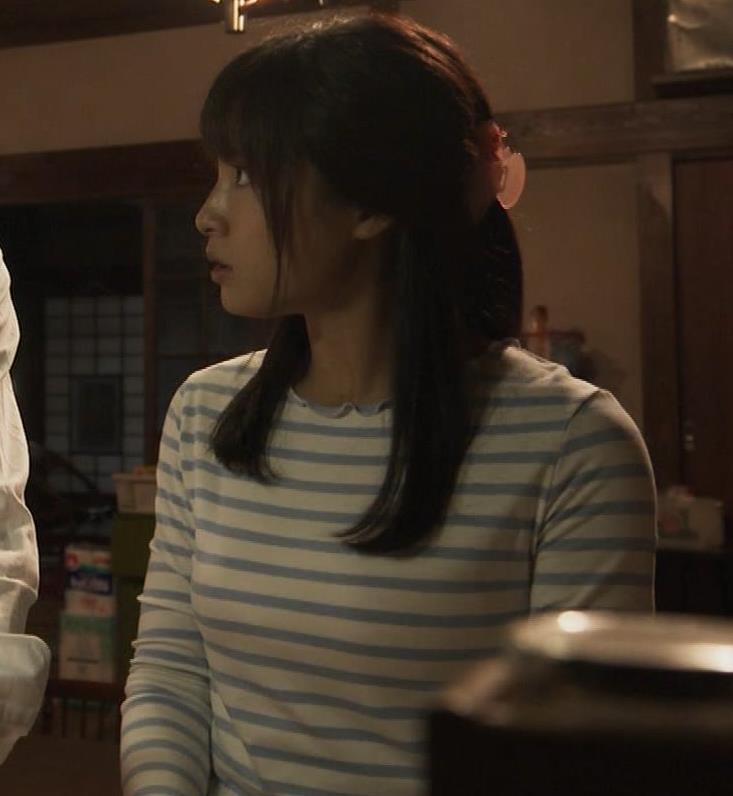 土屋太鳳アナ Tシャツ横乳(巨乳)キャプ・エロ画像6