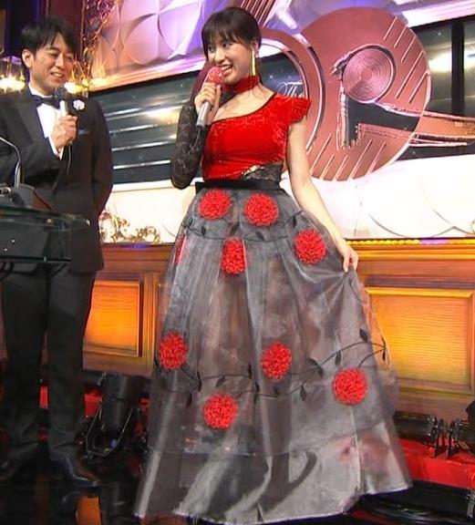 土屋太鳳 乳がエロ過ぎの過激ドレス(日本レコード大賞)キャプ・エロ画像