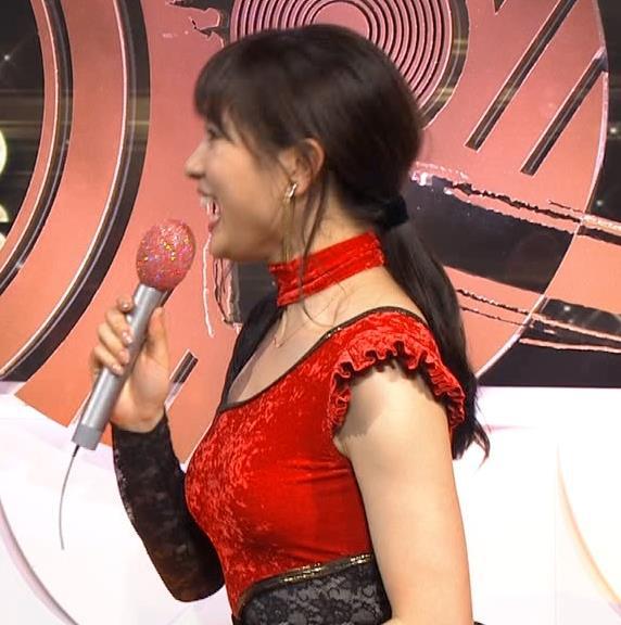 土屋太鳳 乳がエロ過ぎの過激ドレス(日本レコード大賞)キャプ・エロ画像13