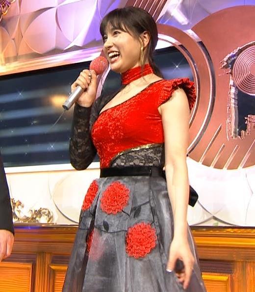 土屋太鳳 乳がエロ過ぎの過激ドレス(日本レコード大賞)キャプ・エロ画像9