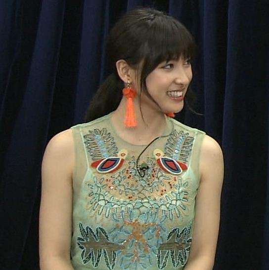 土屋太鳳 透け透けでよく見るとすごくエロい衣装キャプ・エロ画像3