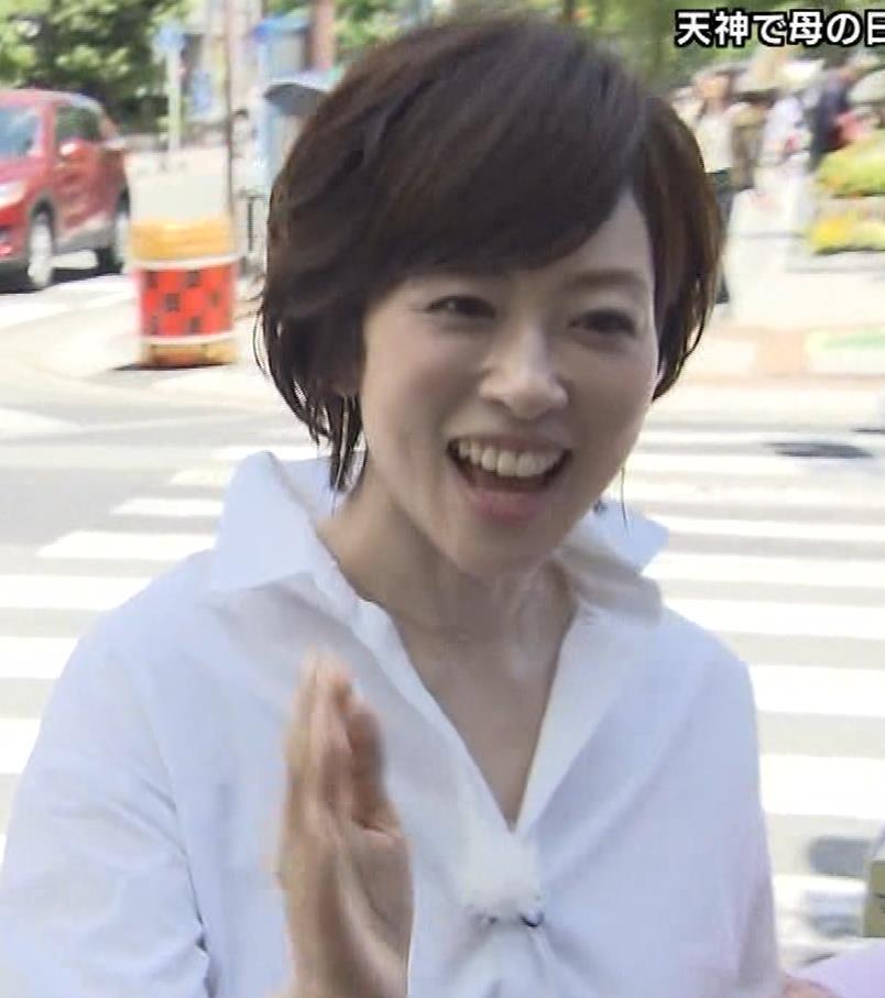 つのせかえアナ 街頭インタビューで胸ちらキャプ・エロ画像