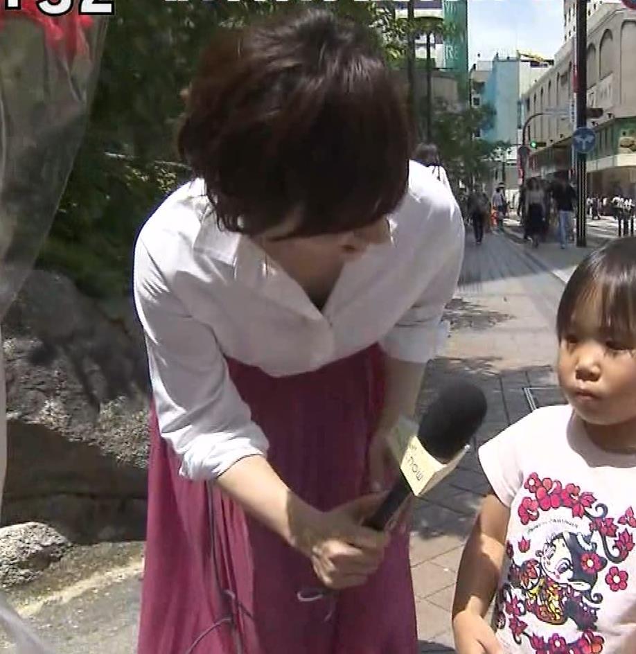つのせかえアナ 街頭インタビューで胸ちらキャプ・エロ画像11