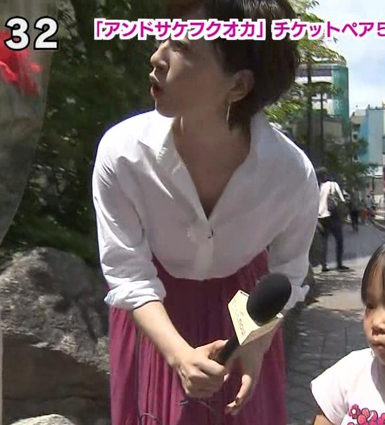 つのせかえアナ 街頭インタビューで胸ちらキャプ・エロ画像12