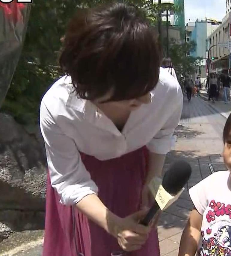 つのせかえアナ 街頭インタビューで胸ちらキャプ・エロ画像14