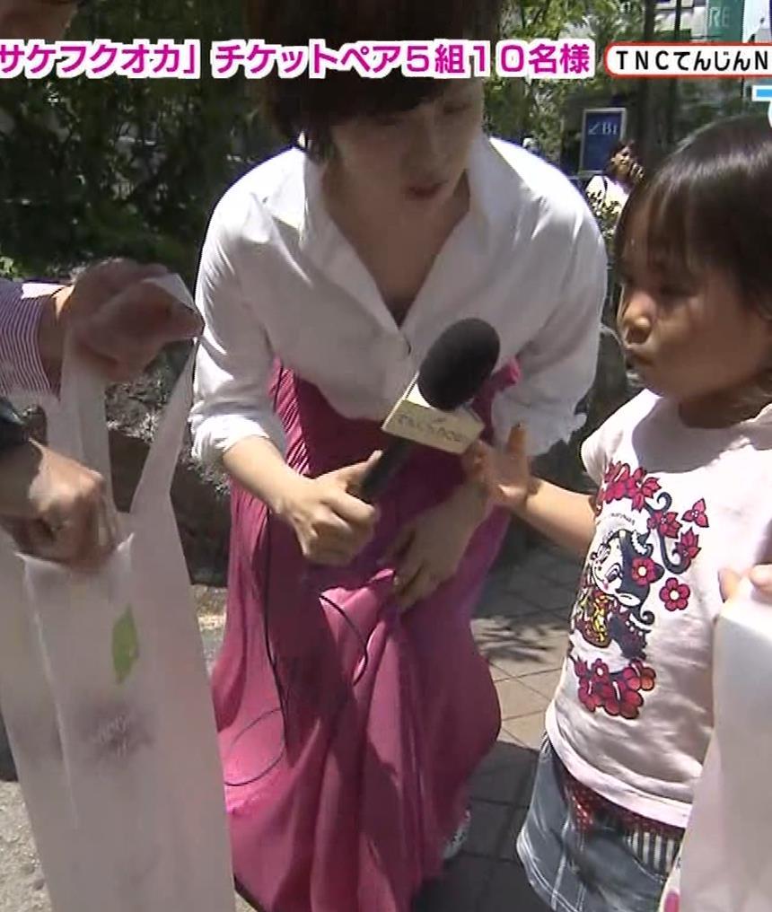 つのせかえアナ 街頭インタビューで胸ちらキャプ・エロ画像9