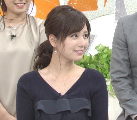 堤礼美アナ Vネックで露出した肌キャプ・エロ画像2