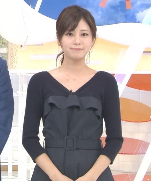 堤礼美アナ Vネックで露出した肌キャプ・エロ画像4
