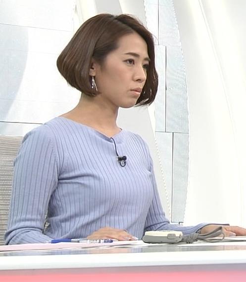 椿原慶子アナ ニット乳を腕にのせるキャプ・エロ画像4