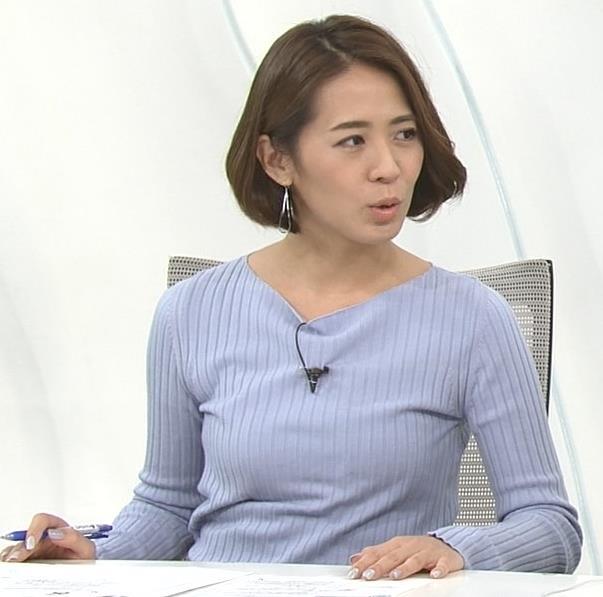 椿原慶子アナ ニット乳を腕にのせるキャプ・エロ画像5