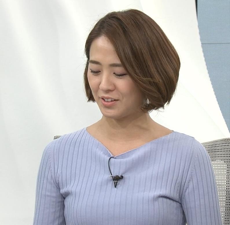 椿原慶子アナ ニット乳を腕にのせるキャプ・エロ画像7
