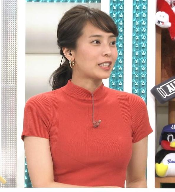 上田まりえアナ ピチピチのニットでおっぱいが際立つキャプ・エロ画像
