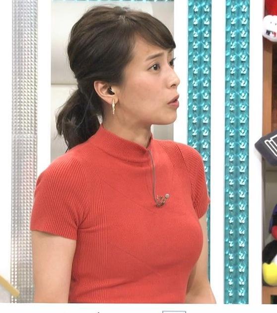 上田まりえアナ ピチピチのニットでおっぱいが際立つキャプ・エロ画像2