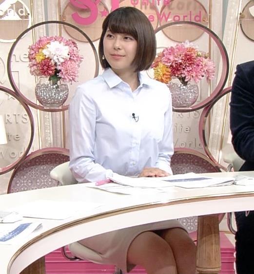 上村彩子アナ 机の下のミニスカ▼ゾーンキャプ・エロ画像2